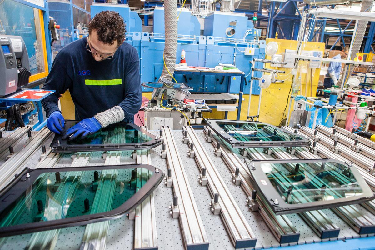 Výrobci autoskel AGC Automotive vzrostly tržby na 6 mld. Kč