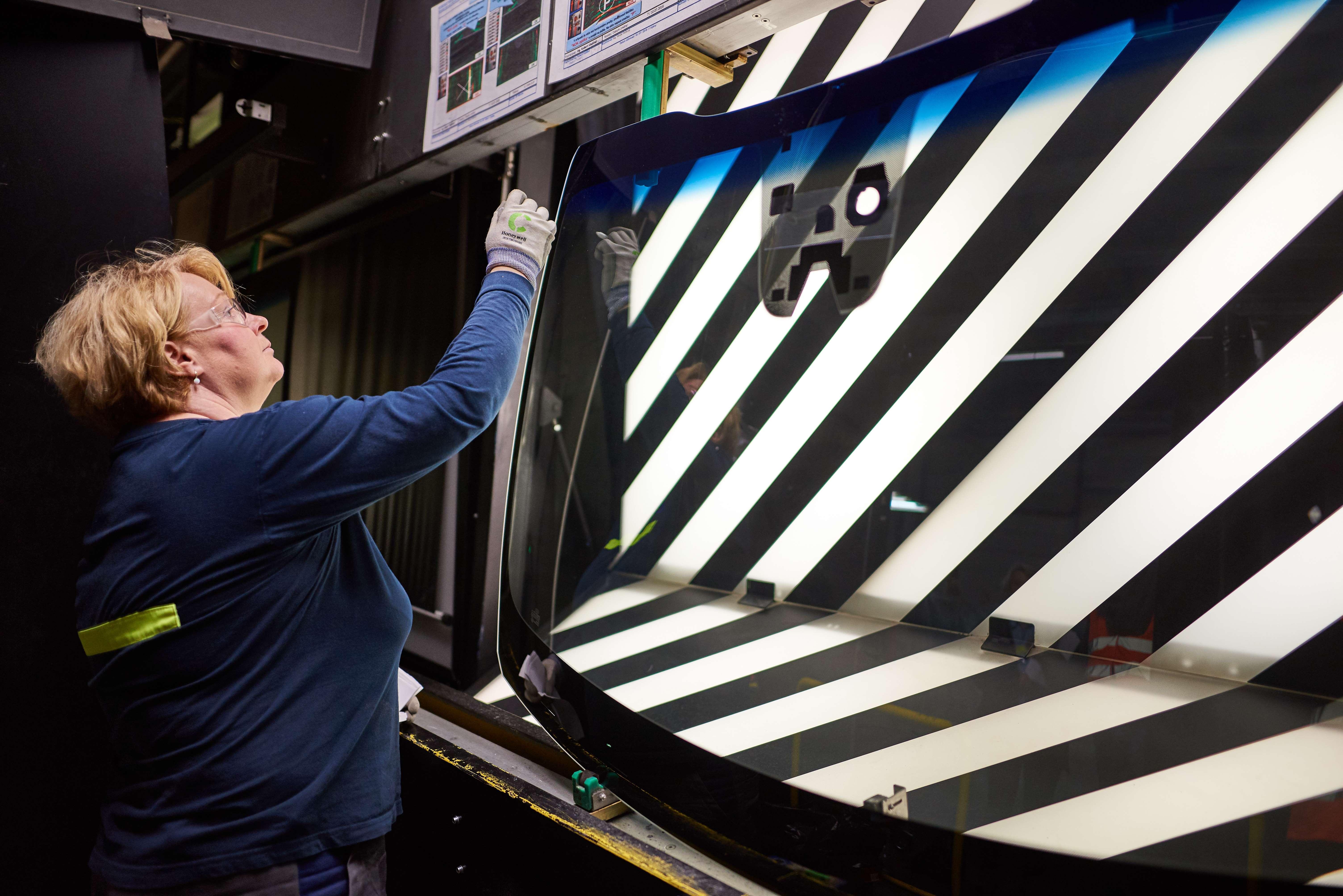 AGC se v Chudeřicích podílí na výrobě prémiového BMW Gran Coupé